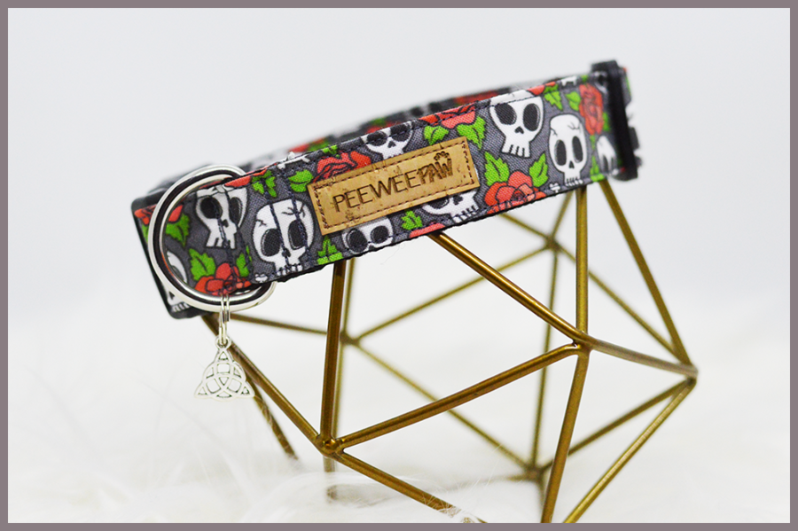 Collier d'Halloween pour chien Skulls'N'Roses